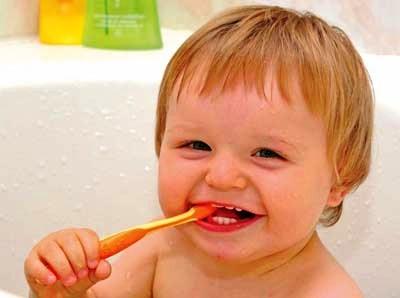 болят молочные зубы