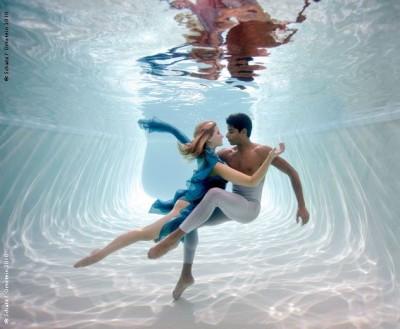 Секс вбассейне под водой