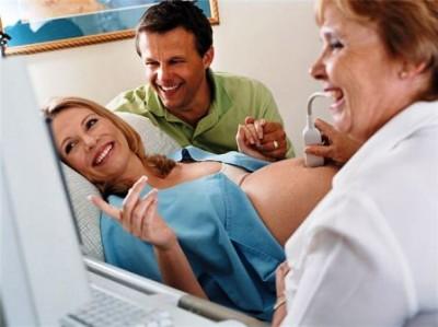 Подкаблучники и рогоносцы смотрят как пёжат их жен и снимают видео. Их порно ролики загружены на Fapality!