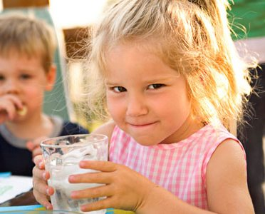 Что делать, если ребенок много пьет жидкости?