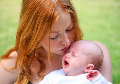 вздутие живота у новорожденного