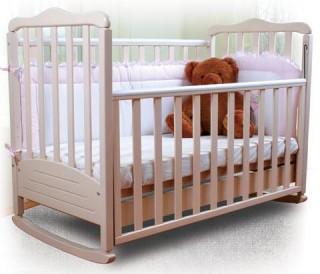 Кровать должна быть выполнена из натурального дерева