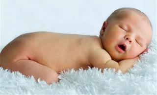 При кесаревом сечении голова новорожденного может иметь абсолютно ровную и круглую форму