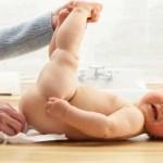 Запоры у месячных детей: как избавиться от проблем со стулом?