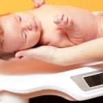 Вес новорожденных детей: нормы, отклонения и влияющие факторы