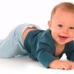 Так ли важно, во сколько дети ползают?