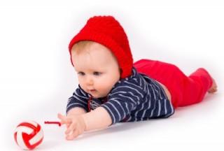 Иногда нежелание ребенка ползать не ограничивается простой ленью