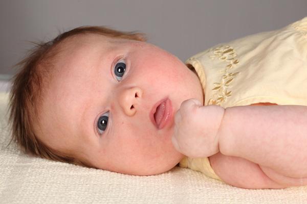 В помощь родителям: что необходимо знать об икоте в новорожденных