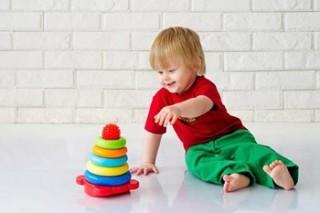 Несомненным аспектом режима дня годовалого ребенка являются прогулки на свежем воздухе и гимнастика