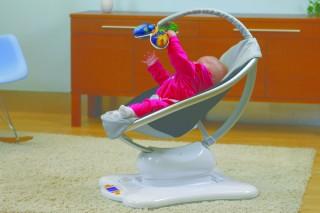Когда малыш подрастет, баунсер можно использовать как шезлонг или кресло – качалку