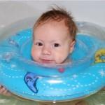Круг для купания новорожденного: купание с удовольствием