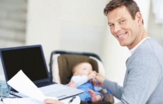 По закону родители ребенка обязаны явится в загс, чтоб зарегистрировать малыша, в течении первого месяца