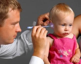 При необходимости разрез для вытекания гноя делается с помощью хирургического вмешательства