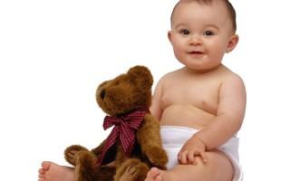 Позвоночник у маленьких детей очень мягок и хрупок