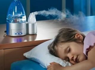 Добиться оптимальной влажности можно с помощью специального увлажнителя воздуха