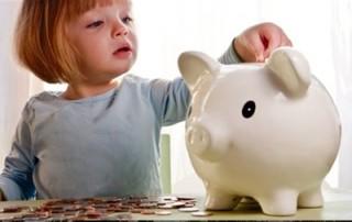 Чтобы получить гарантированные государством социальные выплаты, нужно обратиться в органы социальной защиты.