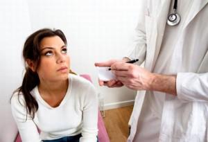 Если желтые выделения у женщин происходят довольно часто и сопровождаются зудом в во влагалище, болями внизу живота или при мочеиспускании – стоит обратиться к гинекологу