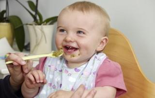 У большинства малышей, которым вводят прикорм, может появиться аллергическая реакция на новый продукт