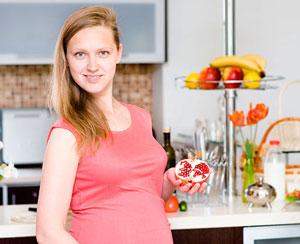 При нижнем значении нормы уровня гемоглобина у беременных женщин иногда достаточно изменить режим сна и отдыха и наладить полноценное сбалансированное питание