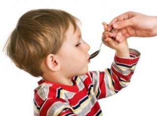 Ни в коем случаи нельзя пытаться лечить ребенка антибиотиками самостоятельно, без консультации врача