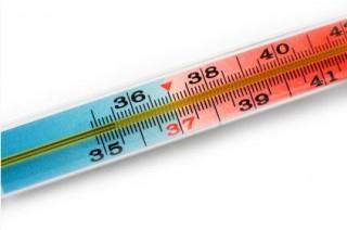 Если температура тела ребенка опускается до 35 градусов, то речь уже идет не о пониженном показателе температуры, а о таком заболевании, как гипотермия