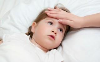 У маленьких детей, уровень температуры зависит и от окружающей среды, которая оказывает серьезное влияние на его состояние