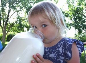 По химическому составу молоко абсолютно безвредно для детей