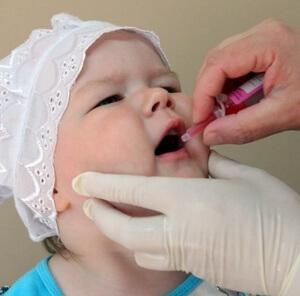 За несколько дней перед прививкой по рекомендации врача начать прием противоаллергических лекарств