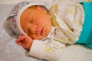 Пристальное внимание уделяется уровню билирубина в крови у новорожденных детей, а также в первый месяц его жизни