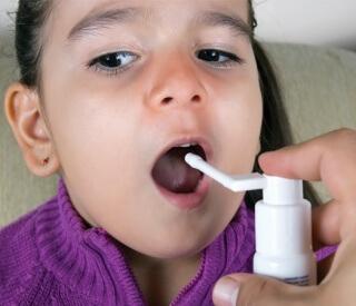 Спрей Мирамистин используется для лечения различных заболеваний у детей