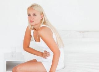 Один из симптомов заболевания - боль внизу живота
