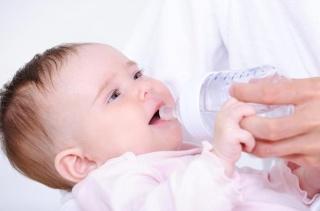 Грудничкам удобно употребление Саб симплекс совместно с теплой кипяченой водой или молоком