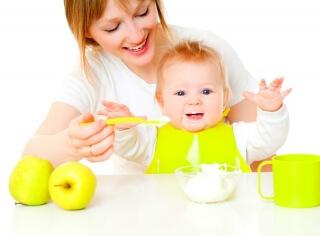 Если ребенок плохо набирает вес прикорм можно начинать с четырех месяцев