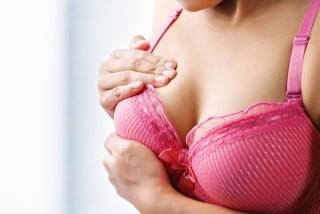 Увеличение и болезненность груди также могут указывать на беремнность