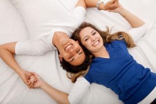 По мнению сексологов во время полового акта стоит использовать только те позы, в которых они получают удовольствие и оргазм