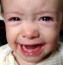 Допустимые нормы повышенной температуры у детей в процессе прорезывания зубов могут держаться несколько дней