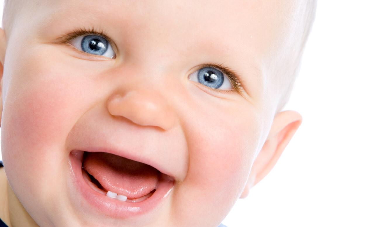 Повышение температуры при появлении первых зубов у детей