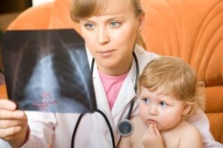 Пневмония у ребенка может иметь различное происхождение