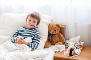 Повышеная температура - один из симптомов певмонии у детей