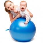 Занятия на фитболе с грудничком: основные правила и упражнения