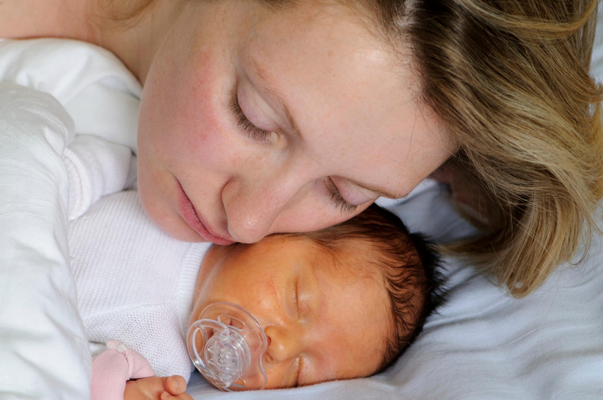 Лечение желтушки у новорожденных в домашних условиях: причины, симптомы и методы лечения