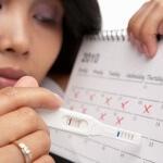 Задержка 7 дней, тест отрицательный: причины возникновения патологии