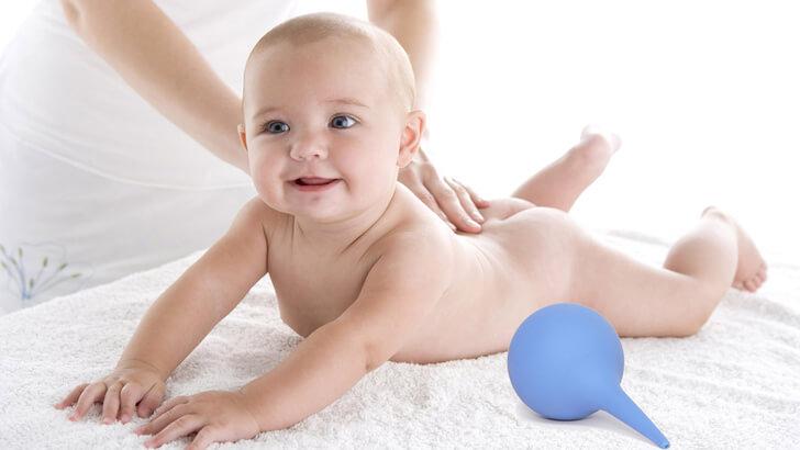 Как сделать клизму грудничку: особенности процедуры