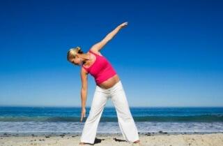 Гимнастические упражнения помогают подготовиться к родам