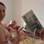 Выясняем, какие выплаты положены при рождении третьего ребенка?