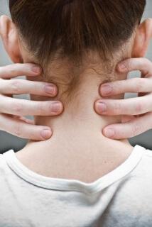 Боль в шее у ребенка может быть симптомом серьезного заболевания