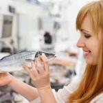 Какую рыбу можно кормящей маме: выясняем вместе