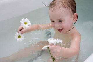 Ванна с настоем трав поможет решить проблему