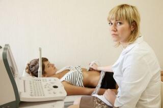 Диагностировать порок можно с помощью УЗИ, которое обычно проходят при беременности