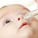 Как промывать нос физраствором грудничку: особенности процедуры